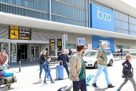 Consell y Govern se comprometen a rebajar a 15 minutos la contratación de VTC en Ibiza