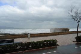 Sigue la alerta naranja en Baleares por viento y podría nevar al nivel del mar