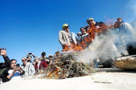Santa Agnès enciende su primer «forn de pega» después de 80 años