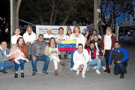Treinta venezolanos se manifiestan en Ibiza para que Maduro convoque elecciones