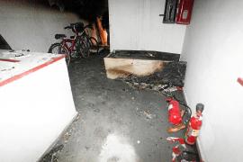 El incendio del Tanit arrasó dos apartamentos pero se descartan daños estructurales