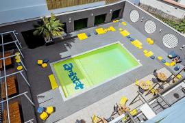 Los hoteleros denuncian que el albergue juvenil de Sant Antoni es un «hotel encubierto»