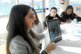 Las niñas de Sant Antoni se inspiran para su futuro profesional en ocho mujeres de la isla