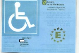 Denunciados por falsificar la tarjeta de estacionamiento para personas con movilidad reducida
