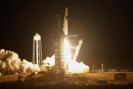 El SpaceX Falcon 9 despega