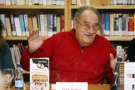 Morey presenta en Eivissa su última novela, que consta de ocho relatos policiacos