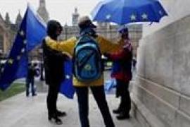 Varios parlmentarios británicos desarrollan una lista de demandas para May para concederle de su apoyo