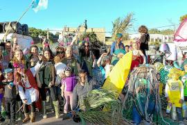 El pueblo de Sant Joan vuelve a presumir de la rúa más auténtica de la isla de Ibiza