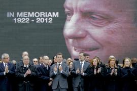 Las gaitas despiden a Fraga tras un funeral que congregó al poder político