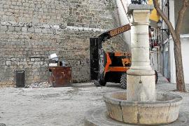 Los trabajos en las murallas de Vila «destrozan» la plaza de sa Font