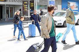 La llegada de turistas a las Pitiusas ha caído casi un 15 por ciento en el primer mes del año