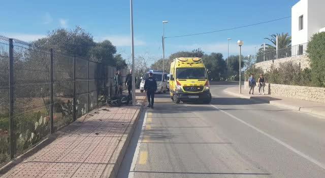 Herido grave un motorista que sufrió una salida de vía en la avenida Cap Martinet