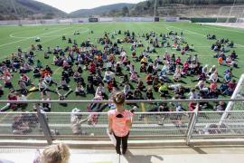 El primer encuentro de expresión corporal entre escuelas reúne a 180 alumnos en Sant Josep