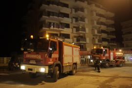 Un descuido provoca un incendio en Sant Antoni que obliga a desalojar a 30 vecinos