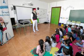 Es Verro Portmanyí visita los colegios de Sant Antoni para impulsar la limpieza y el reciclaje