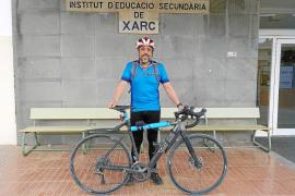 Matoses, el profesor que va a clase en bicicleta de Ibiza a Santa Eulària