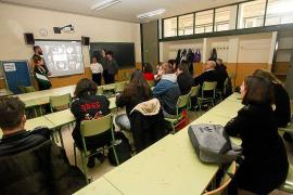 Alumnos del IES Isidor Macabich crean una empresa solidaria para ayudar a los 'sin techo'