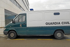 Libertad con medidas cautelares para los dos detenidos por el robo en una casa de Sant Josep