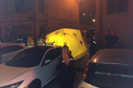 Disturbios y cargas policiales en Vallecas frente a la casa de un presunto asesino