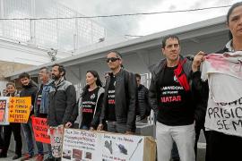 Concentración en la cárcel de Ibiza por el apuñalamiento en Soto del Real