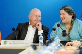 Simón Planells incluye a la tránsfuga Cristina Ribas en su lista electoral