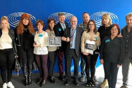 Las familias Viñals y Patricio Escandell presentan su iniciativa en Bruselas