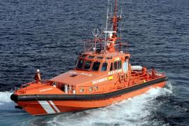 Un hombre cae al mar desde el ferry de Baleària que cubre la ruta de Ibiza a Palma