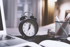 El Gobierno decide mantener el cambio de hora y el huso horario actual
