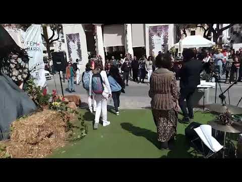 El barrio de La Marina se llena de ambiente con la celebración de Feim Barri, Feim Flors