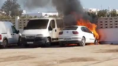 Vídeo | Arde un coche aparcado en Sant Jordi