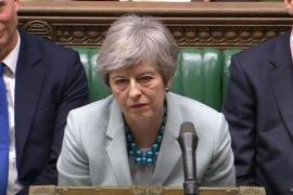 El Parlamento arrebata el timón del Brexit a May con la dimisión de tres miembros de su Gobierno