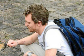Intensa búsqueda por tierra del británico que desapareció en un ferri en aguas de Baleares