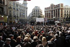 Miles de personas denuncian el intento de desprestigio a Garzón