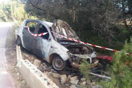 Un conductor resulta herido tras sufrir una salida de vía en Formentera y arder el coche