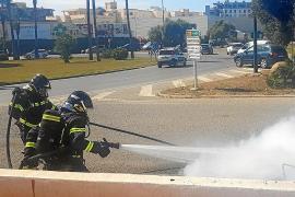 Tres intoxicados por humo en un incendio registrado junto a un hotel de es Canar