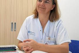 Manuela Luquez Ortiz: «Hay que aprender a ponerse delante de un enfermo, que no note que vas con prisa»