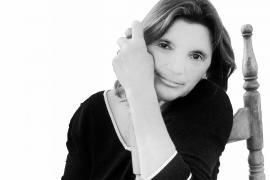 Nora Albert: «'Mots i brases' es un libro que nació y creció en Ibiza de una forma libre y desinhibida»