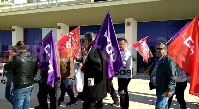 Los trabajadores de limpieza de Sant Antoni y Vila protestan en defensa de sus condiciones