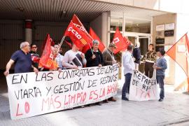 Los trabajadores de limpieza de Sant Antoni, Vila y el vertedero exigen más plantilla y dinero