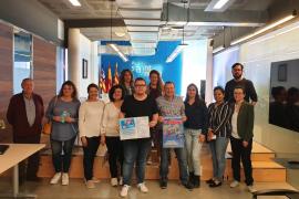 Los ganadores de 'El Empujón' reciben sus premios por comprar en el pequeño comercio