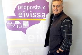 El candidato de PxE lamenta la existencia de goteras en el pabellón municipal de Es Pratet