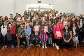 Los alumnos de las Pitiusas ya tienen sus 'permisos' para vender en Vara de Rey