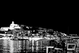 Xavi Herrero lanza un 'crowfunding' para terminar 'Geige', su documental sobre el violinista de la Marina