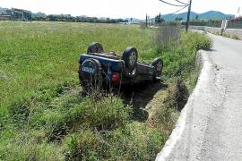 Aparatoso accidente de un todoterreno que acabó volcado junto al Camí de sa Llavanera