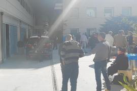 Más de una hora en un coche patrulla a la espera de juicio en el Consell d'Eivissa