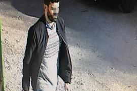 Las cámaras de un aparcamiento de un edificio de La Vileta grabaron al sospechoso