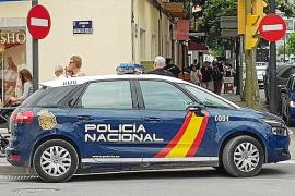 Detenidos por un robo con fuerza en Ibiza tres ladrones que acumulan cerca de 50 arrestos