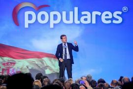 Casado pide a los votantes de Vox no jugar a la «ruleta rusa»: «Aquí está el PP, su partido»