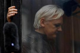 Assange, condenado en Reino Unido por violar los términos de su libertad condicional