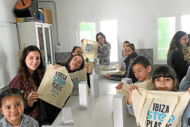 La campaña 'Ibiza Stop Plastics' se da a conocer entre los escolares con un proyecto educativo